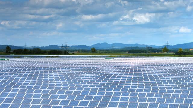 vídeos y material grabado en eventos de stock de estación de energía solar en todo el valle - central eléctrica