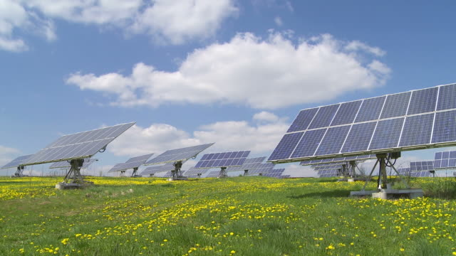 t/l solar power station with flexible panels - wiese stock videos & royalty-free footage