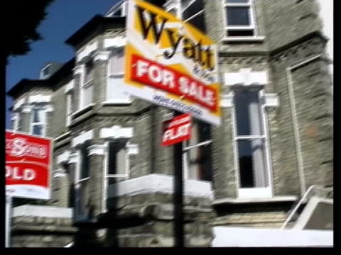 sold' sign outside house for sale' sign people passing estate agents office - worldcom stock-videos und b-roll-filmmaterial