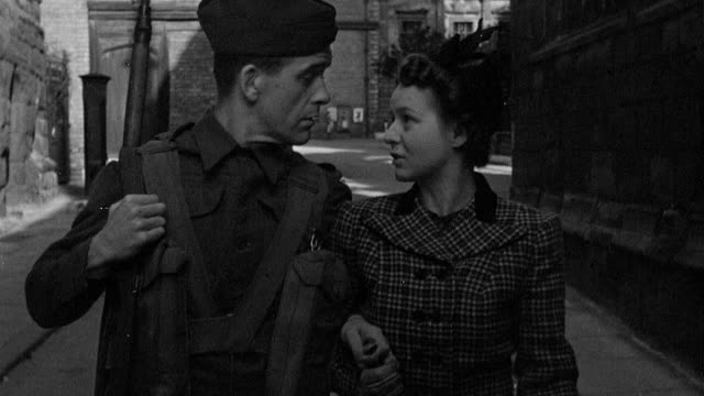 vídeos y material grabado en eventos de stock de 1945 montage soldier and girlfriend walking along the street, talking about prefabricated housing / coventry, west midlands, england - coventry