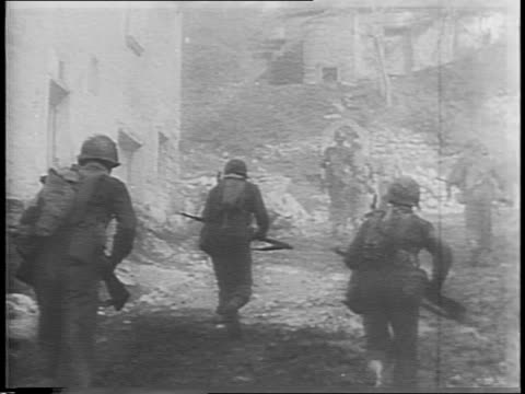 vidéos et rushes de soldier assisting wounded man down rocks / soldiers carrying wounded man into town / civilians at ambulance / allied medical personnel helping... - infanterie