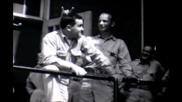 vídeos y material grabado en eventos de stock de 1950 soldier bunny ears - ejército