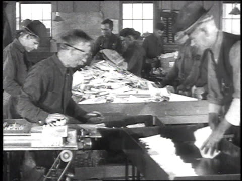 stockvideo's en b-roll-footage met ms soldier clerks in a mail room sorting letters / camp sherman chillicothe ohio united states - chillicothe