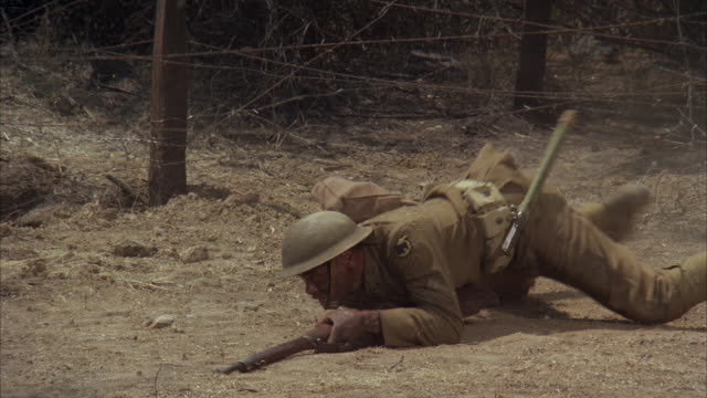 MS TP PAN TD Soldier crawling under barbed wire