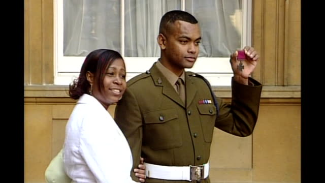 soldier criticises posttraumatic stress treatment tx london buckingham palace ext private johnson beharry photocall with his wife as holding victoria... - the victoria cross stock-videos und b-roll-filmmaterial