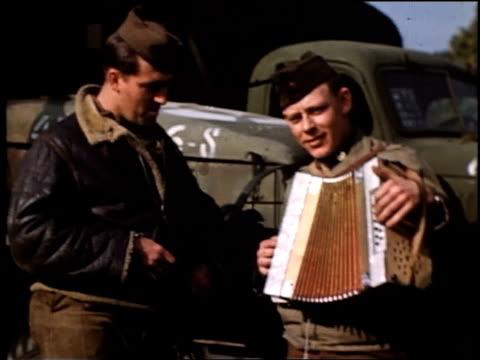 vídeos y material grabado en eventos de stock de soldier demonstrating his accordion playing for another soldier / paris france - acordeonista