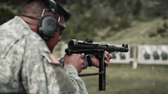 soldier gets a jam in his mp40 - mp stock-videos und b-roll-filmmaterial