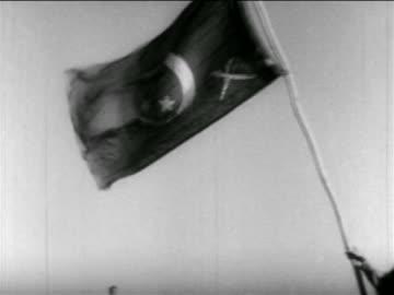 vidéos et rushes de soldier holding egyptian flag outdoors / middle east / suez crisis / newsreel - 1956