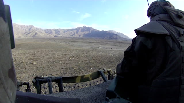 stockvideo's en b-roll-footage met soldier in afghanistan - afghanistan