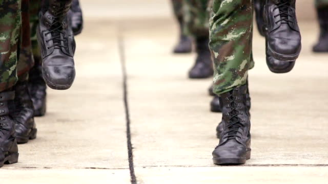 stockvideo's en b-roll-footage met soldier marching on the spot - leger thema