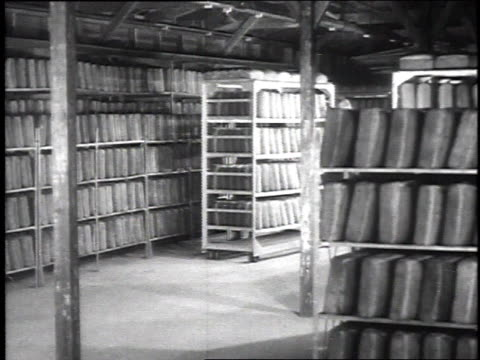 stockvideo's en b-roll-footage met soldier pushing rack of baked bread stacked vertically into large cooling area / camp sherman chillicothe ohio united states - chillicothe