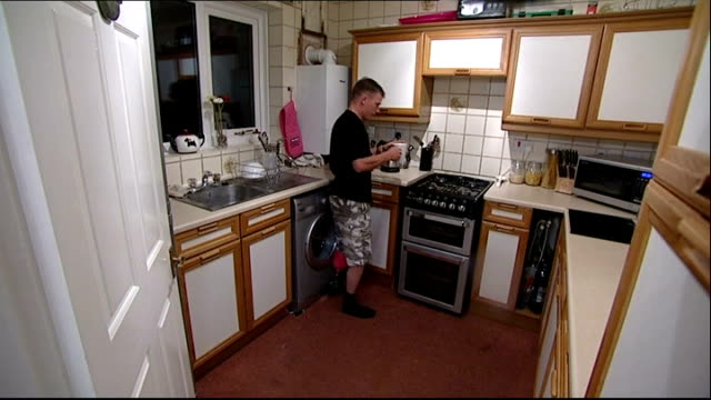 soldier with prosthetic leg has disability benefits stopped england east yorkshire bridlington int private aron shelton 2nd batallion the mercian... - bridlington stock-videos und b-roll-filmmaterial