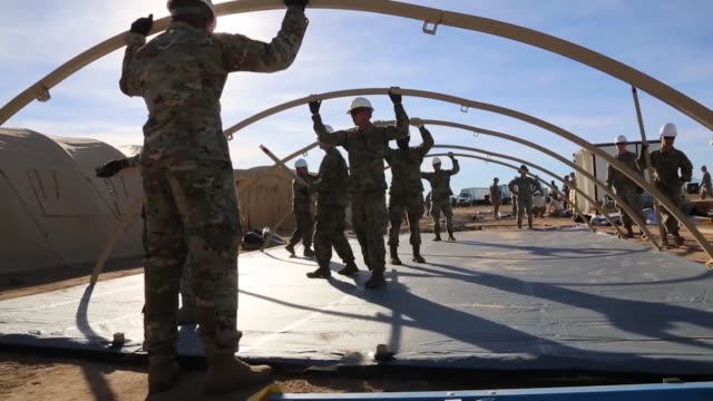 vídeos de stock e filmes b-roll de soldiers and airmen of 355 civil engineer squadron assemble framework for tents at davismonthan air force base arizona sunglow city will house the... - engenheiro civil