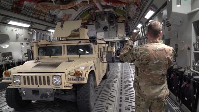 stockvideo's en b-roll-footage met soldiers and equipment from the 591st military police company arrive via c17 airlift in lackland air force base texas in support of operation... - missiehuis