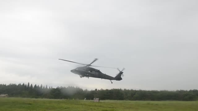 soldiers and personnel from the japan ground self defense force prepare a sling load of cargo for transportation by helicopter for orient shield 2018 - japan ground self defense force stock videos and b-roll footage