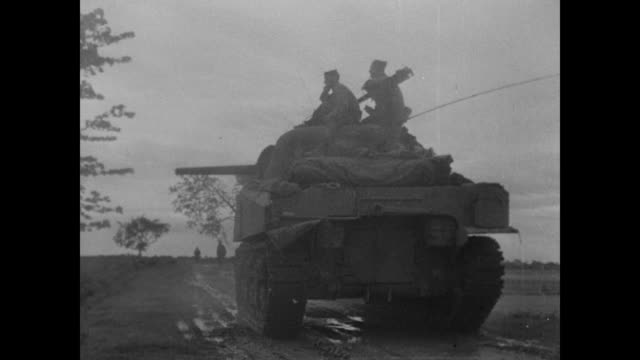 vidéos et rushes de wwii soldiers and tank in the mud - seconde guerre mondiale