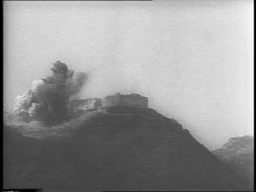 soldiers and vehicles moving forward on foot and by tank up the mountain road, moving vehicles along the mountain / montage of soldiers as they make... - moving up点の映像素材/bロール