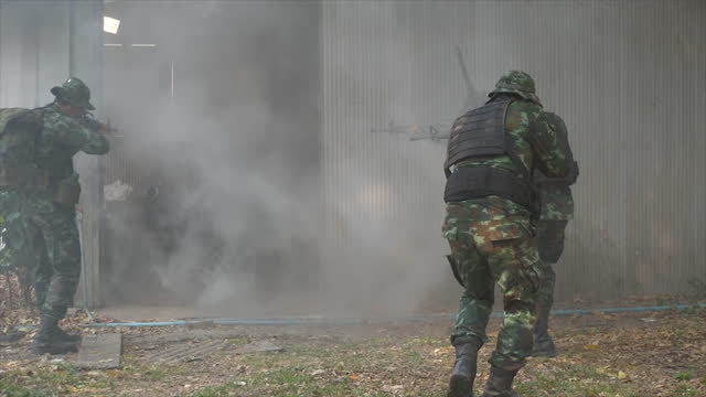 soldiers are practicing for combat.soldiers in full uniform stormed the building - evacuation stock videos & royalty-free footage