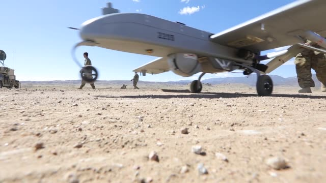 soldiers assigned to company d 588th brigade engineer battalion 3rd armored brigade combat team 4th infantry division conduct an rq7 shadow tactical... - 無人航空機点の映像素材/bロール