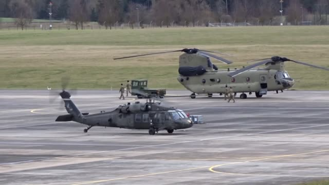 us soldiers assigned to the 12th combat aviation brigade and 1st air combat brigade conducted airfield operations jan 29 2018 the aircrews practice... - kampfhubschrauber stock-videos und b-roll-filmmaterial