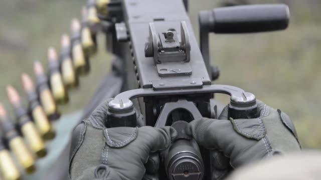 vídeos y material grabado en eventos de stock de us soldiers assigned to the 54th brigade engineer battalion 173rd airborne brigade participate in exercise dagger ace at the army grafenwoehr... - participante