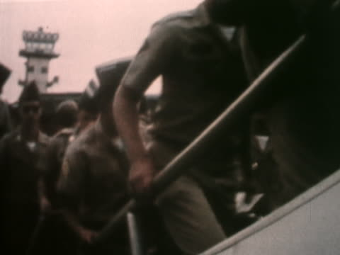 us soldiers board a plane after the american government pulls its troops out of south vietnam - soldat stock-videos und b-roll-filmmaterial