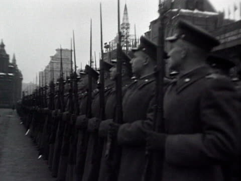 soldiers by officers on horses audio / moscow, russia - anno 1952 video stock e b–roll