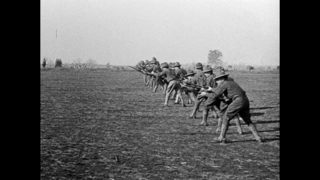 vídeos y material grabado en eventos de stock de soldiers carry rifles and aim during training perform exercises - 1917