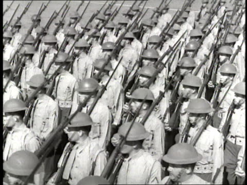 stockvideo's en b-roll-footage met soldiers carry their weapons and march in formation. - geallieerde mogendheden