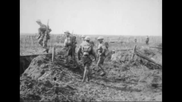 soldiers climbing out of trenches moving to the front line / explosions nearby - trincea video stock e b–roll