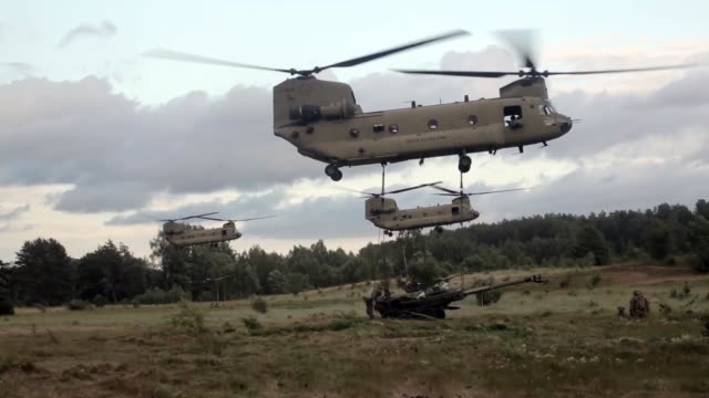 soldiers conduct sling load operations at a military training area near the town of rukla, lithuania on 12 june 2018 during exercise saber strike 18. - howitzer stock videos & royalty-free footage