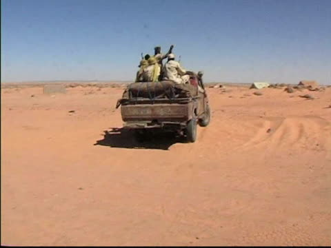 soldiers driving in convoy / chad / audio - 歩兵点の映像素材/bロール