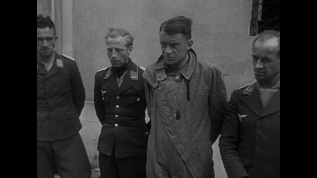 vidéos et rushes de soldiers escort german pows into building / german soldiers carry a wounded colleague / french soldiers guard a german pow as he stands for... - fil de fer