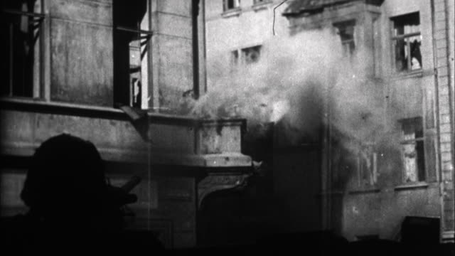 vidéos et rushes de soldiers fight in streets of town / france - 1941