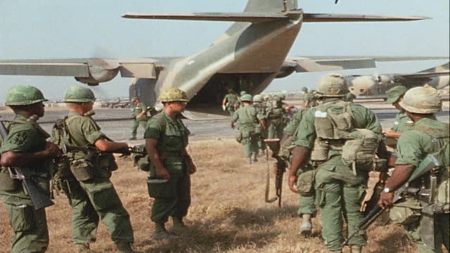 vidéos et rushes de soldiers filing aboard rear loading ramp of c-123 provider transport plane, and officer studying paperwork / vietnam - armée américaine