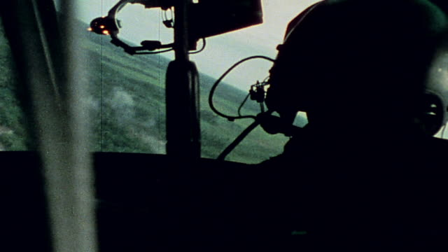 soldiers firing from uh1b helicopter communication with command center door gunner firing machine gun and helicopter in battle / vietnam - guerra del vietnam video stock e b–roll