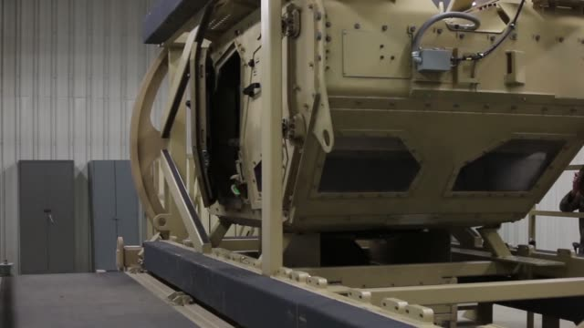 soldiers from 299th brigade support battalion, 2nd armored brigade combat team, 1st infantry division, fort riley, kansas, conduct met training at... - imbracatura di sicurezza video stock e b–roll