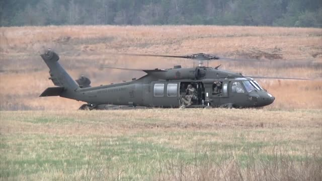 soldiers from 3rd brigade combat team and 101st combat aviation brigade 101st airborne division participate in operation golden eagle the first... - fort campbell video stock e b–roll