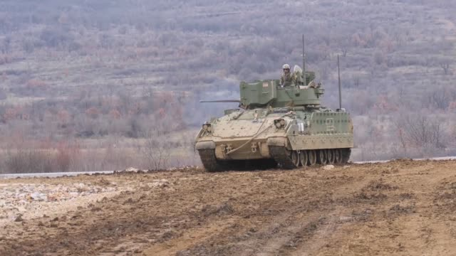 soldiers from company a 1st battalion 18th infantry regiment qualify their m2 bradley crews in novo selo training area bulgaria - 軍用輸送車点の映像素材/bロール