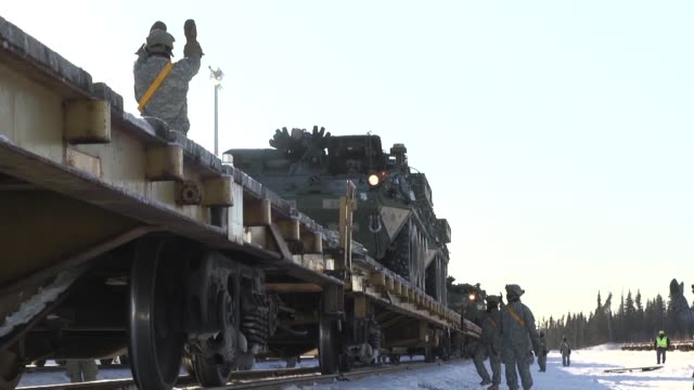 vídeos y material grabado en eventos de stock de soldiers from fort wainwright alaska off load strykers from train cars for exercise arctic thrust a deployment readiness exercise designed to test... - vehículo acorazado