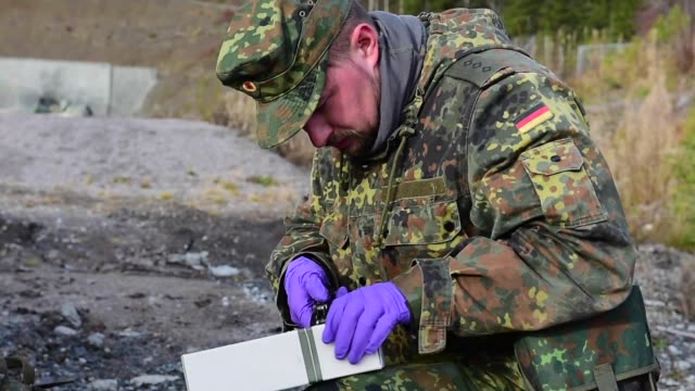 soldiers from the 2nd multinational engineer battalion german explosive ordnance disposal team conduct a scenario based training exercise at camp... - 起爆装置点の映像素材/bロール