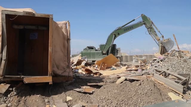 ls soldiers from the 858 engineer company 223 engineer battalion of the mississippi national guard demolish and haul away structures on forward... - 懐中時計点の映像素材/bロール