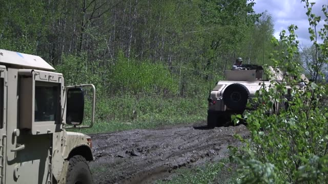 stockvideo's en b-roll-footage met soldiers from the 94th military police company face themselves for training at ethan allen air force base in jericho - hummer