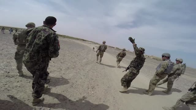 soldiers from the us army's 4th squadron 2d cavalry patrol on march 2 2014 near kandahar afghanistan - afghanische nationaltruppe stock-videos und b-roll-filmmaterial
