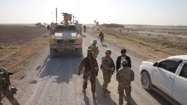 vídeos de stock e filmes b-roll de soldiers from the us army's 4th squadron 2d cavalry regiment patrol on february 28 2014 near kandahar afghanistan - kandahar