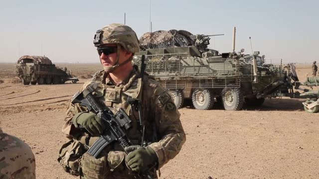 soldiers from the u.s. army's 4th squadron 2d cavalry regiment prepare to head out on a mission with afghan national police to search caves for... - infanteri bildbanksvideor och videomaterial från bakom kulisserna