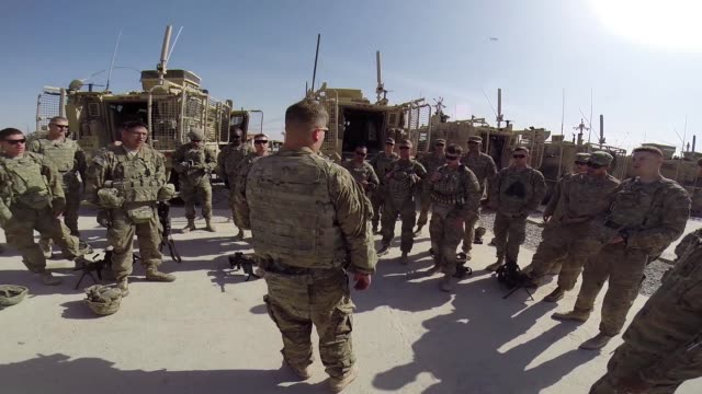 stockvideo's en b-roll-footage met soldiers from the us army's 4th squadron 2d cavalry regiment prepare to go out on patrol on march 5 2014 near kandahar afghanistan - kandahar afghanistan