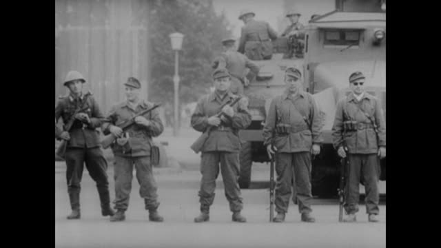 soldiers guard the barricaded brandenburg gate - kampfpanzer stock-videos und b-roll-filmmaterial