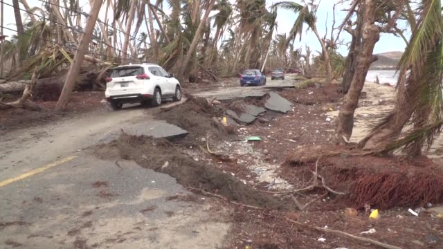 vídeos de stock, filmes e b-roll de soldiers help in the clean up effort in south eastern puerto rico where hurricane maria first struck the island - porto riquenho