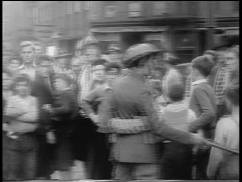 stockvideo's en b-roll-footage met soldiers holding off crowd from damaged sites after hurricane / northeast us / newsreel - gemengde leeftijdscategorie